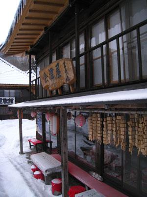 軒下の凍り豆腐