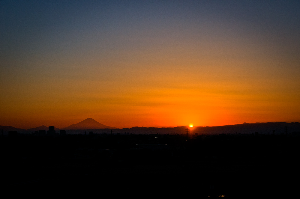 夕景の富士山と日没