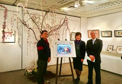 頼高英雄蕨市長と造園家の三井宣太郎さんと記念撮影