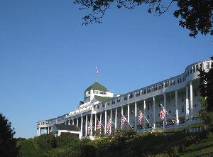 世界100選に選ばれたグランドホテル (マキナックアイランド