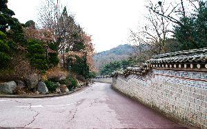 ソウル市内にある三清閣(サムチョンガク)は有名な庭園です。