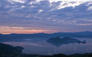 洞爺湖の朝焼け