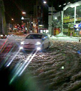 寒い〜〜〜 駅でタクシーを待ちながら・・・
