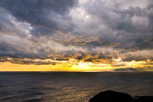 江ノ島の展望台から見たドラマチックな夕景