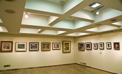 伊東屋9階ギャラリー右奧と正面作品