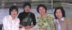開高 悦子 (左から2人目)